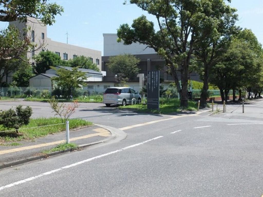地域イノベーション研究開発拠点前駐車場